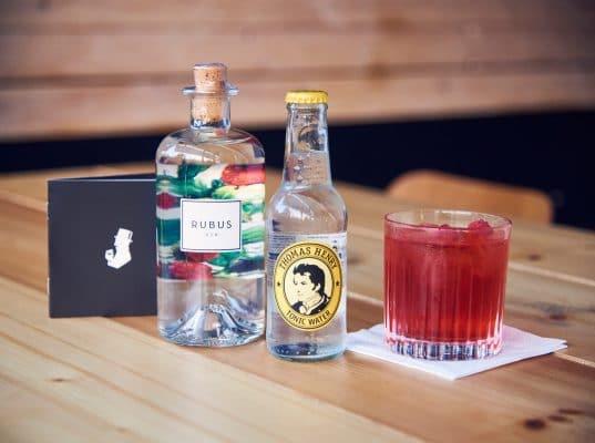 Zutaten: Rubus Gin, Thomas Henry Tonic Water,