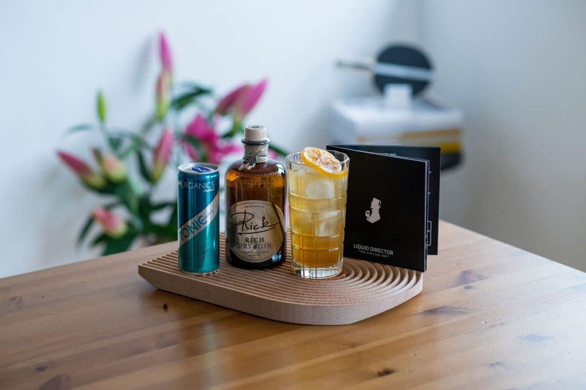 Uhrturm Sauer Gin Cocktail mit Rick Gin und RedBull Tonic Water