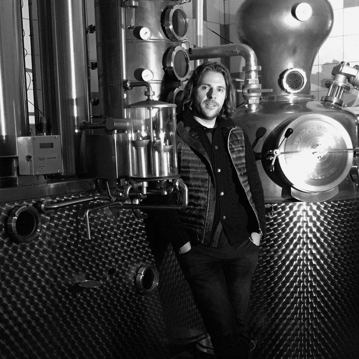 Patrick Marchl in der Destillerie vom Rick Gin