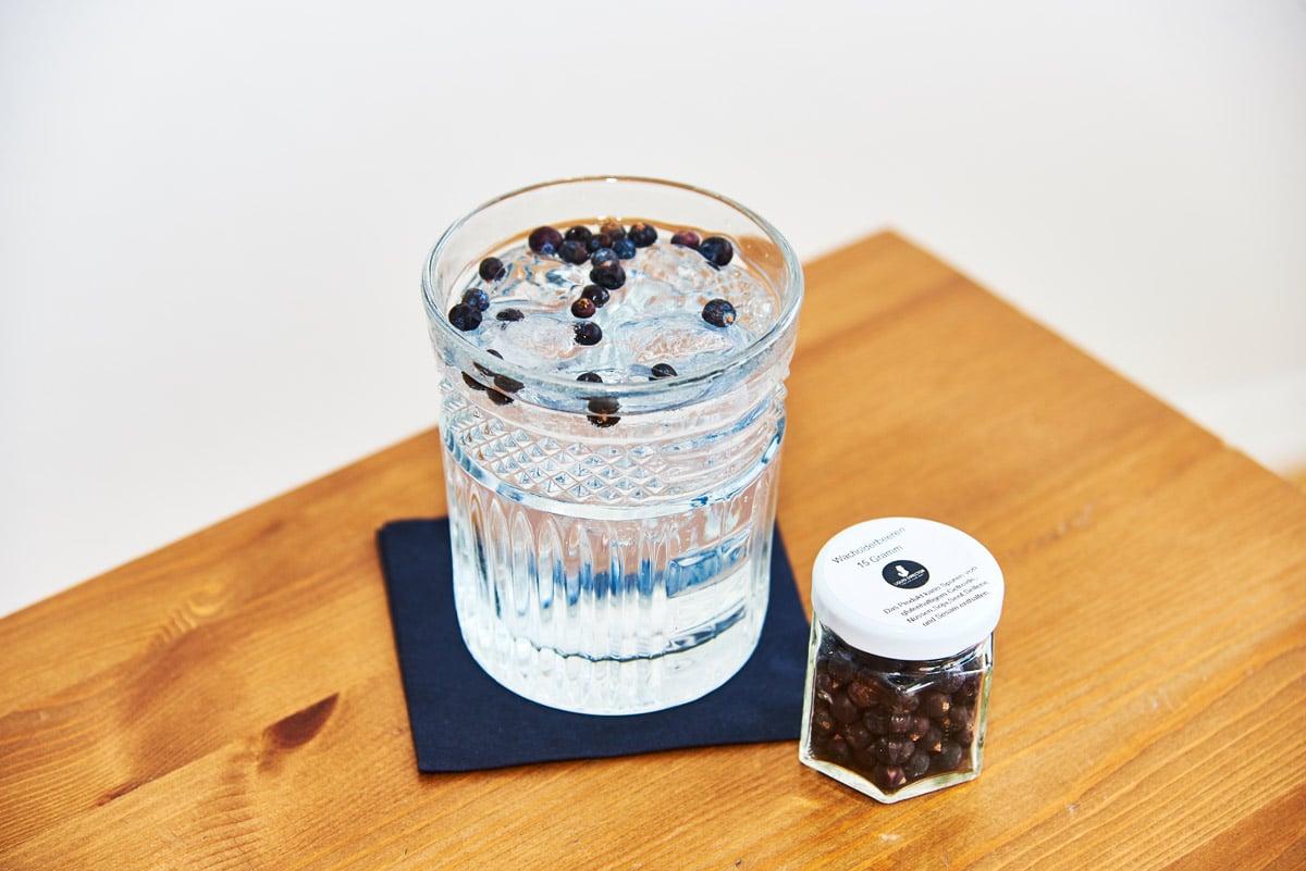 Franklin Sons Tonic Water und Mariposa Gin mit Wacholderbeeren
