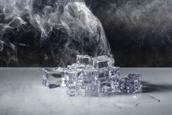Eiswürfel für Gin