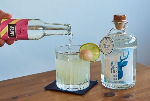 Cocktail mit Gin und Litschi