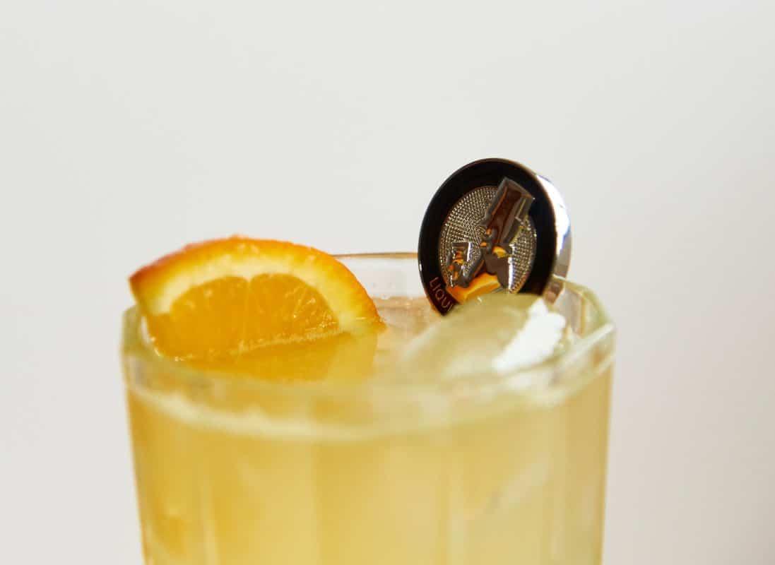 Der Coktailrührstab im Cocktail