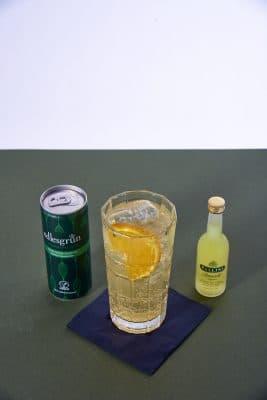 Forestglade Detailansicht Cocktail mit Edlesgrün und Gin sowie Pallini Limoncello