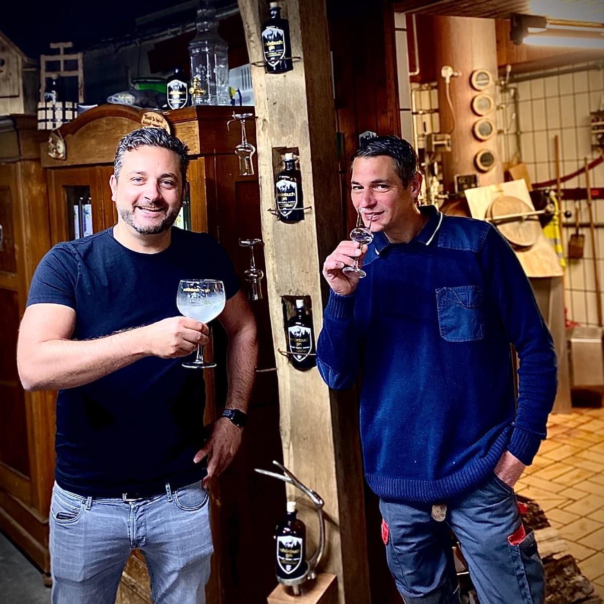 Die Gründer des Schönbuchs Gin in ihrer Distillerie Waldenbuch