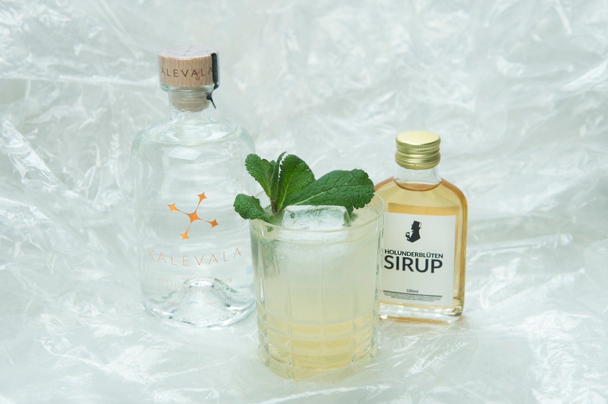 Minz Holunder Fizz Cocktail mit Gin