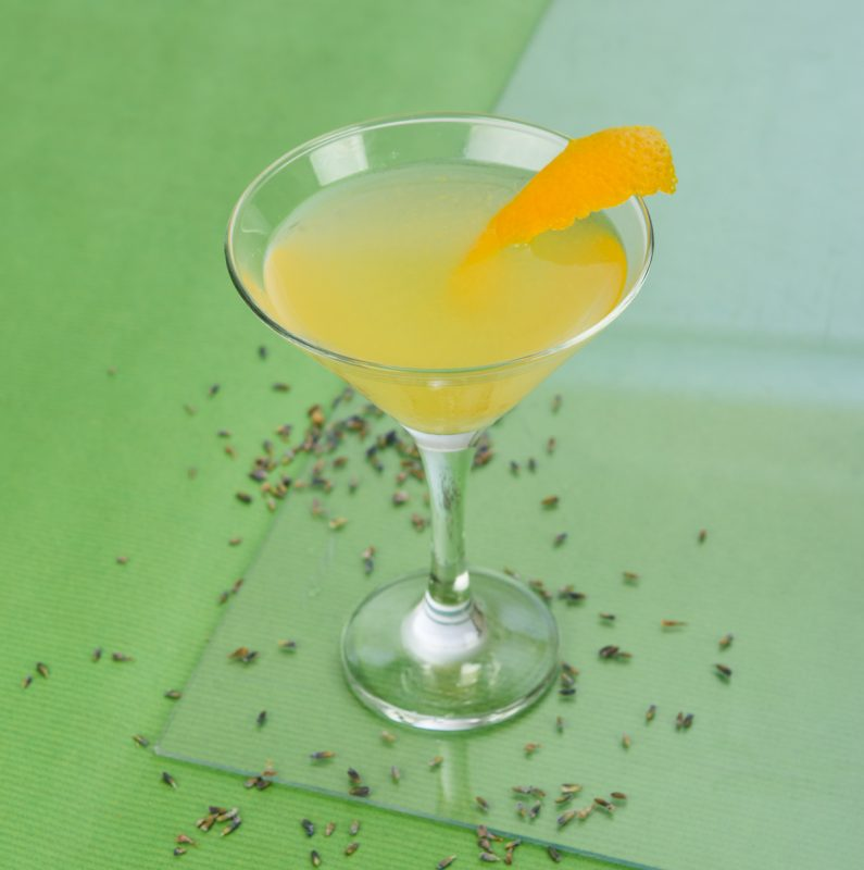 Lavender Summer Bees Knees Cocktail mit Gin im Detail
