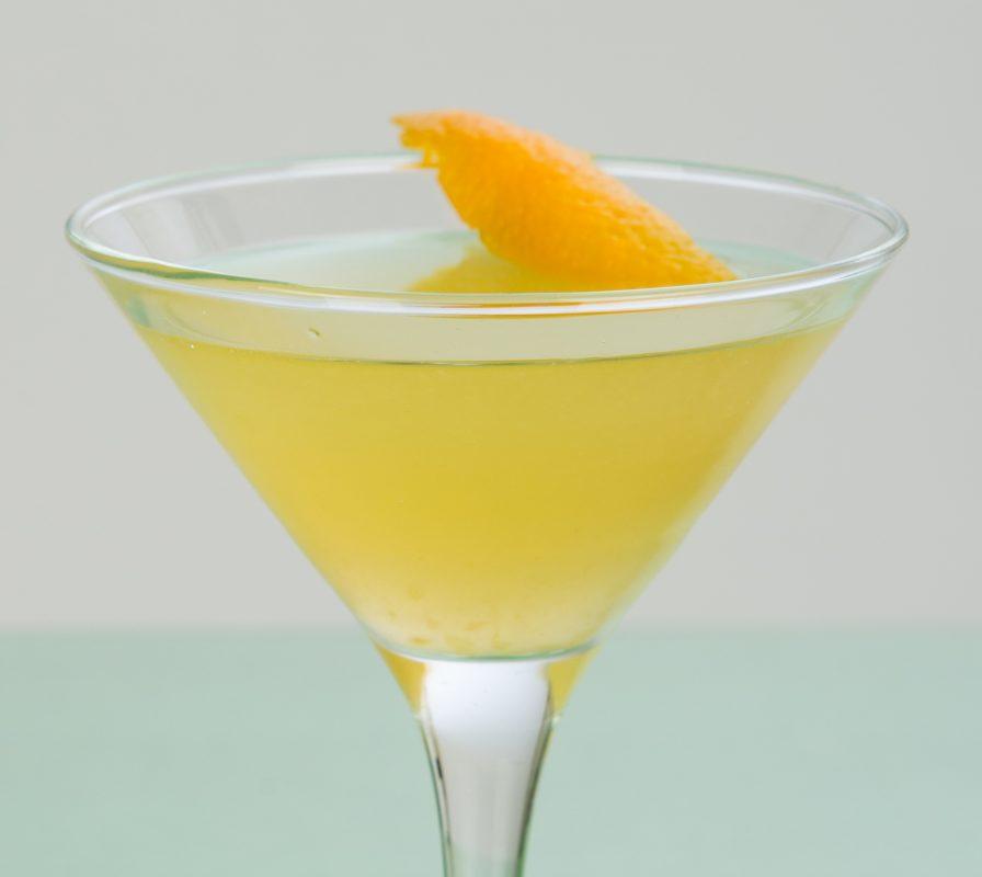 Lavender Summer Bees Knees Cocktail mit Gin mit Lavendelhonig