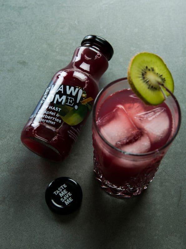 Nose Superberries mit Flawsome Cocktail mit Kiwi als Garnitur